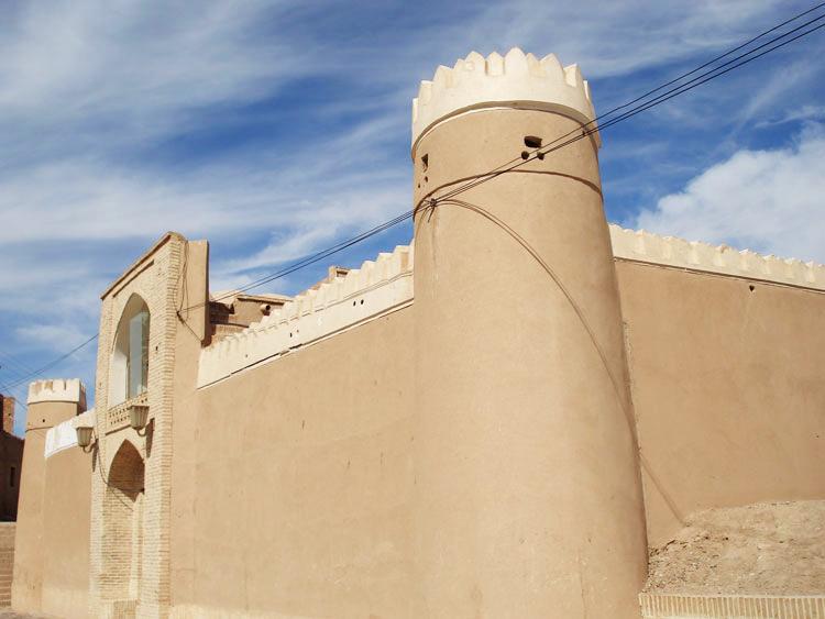 برج قلعه چاپارخانه میبد (موزه پست)
