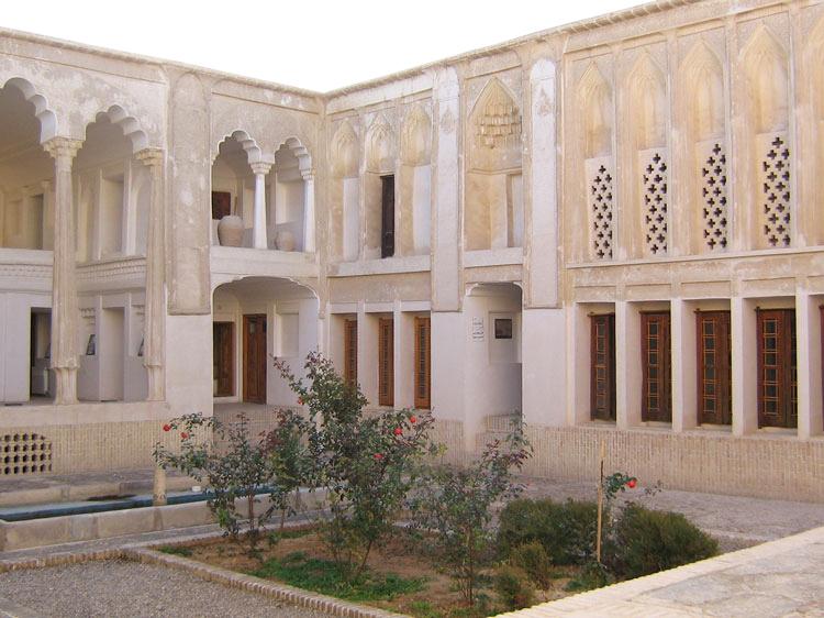 حیاط خانه صولت (موزه مردم شناسی) ابرکوه
