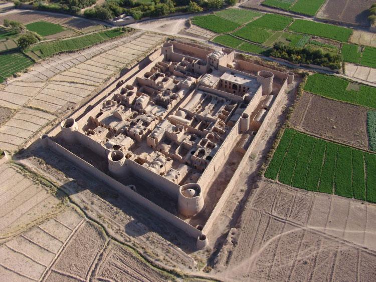 قلعه مهرپادین یزد
