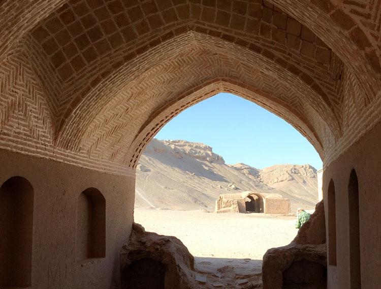 Dakhmeh -ye Zartoshtiyun  ( Tower of Silence )