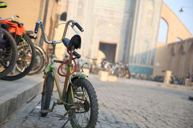 سفری به شهر بادگیرها : جلال آل احمد