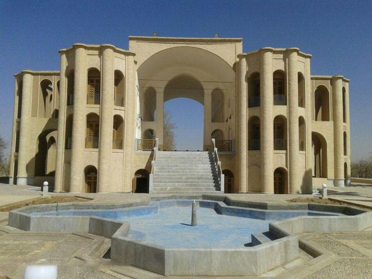 ورودی باغ خان یزد