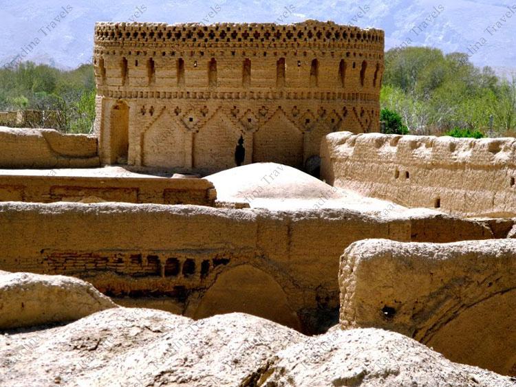برج قلعه مهرپادین مهریز
