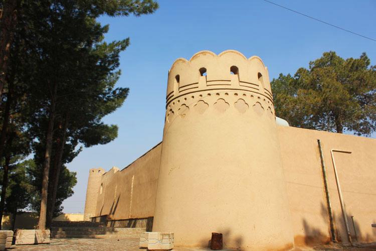 برج و باروی قلعه اسدان (ستی پیر) یزد
