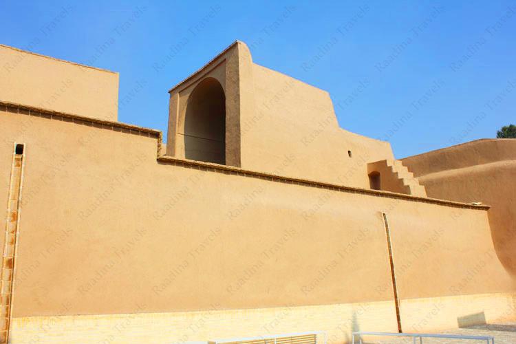 زیارتگاه ستی پیر یا قلعه اسدان یزد