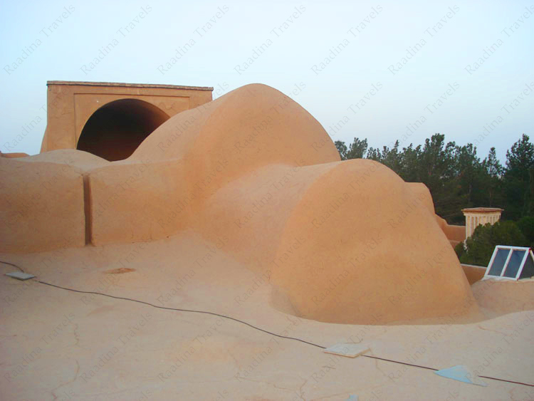 نمای بیرونی قلعه اسدان یزد (ستی پیر)