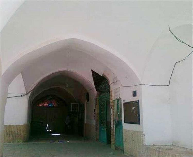 ورودی بقعه سید گل سرخ یزد