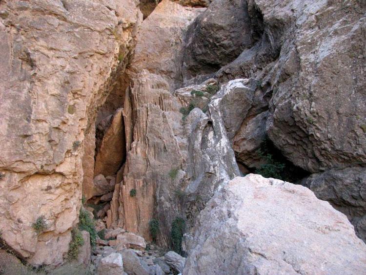 غار هوهوه منشاد