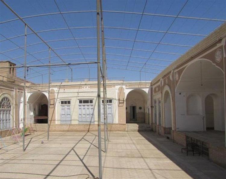 حیاط روضه خوانی خانه ریسمانیان یزد