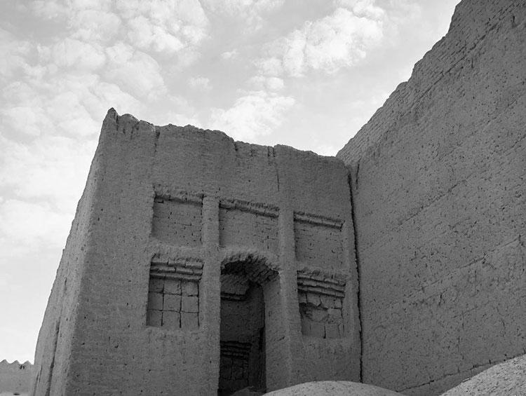 دیوارهای بلند قلعه دهوک