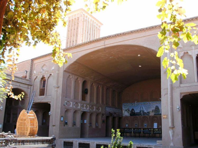 تالار و بادگیر خانه لاری ها یزد