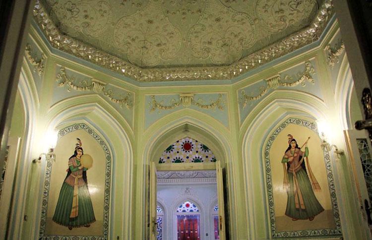 تزیینات موزه آیینه و روشنایی یزد (قصر آینه)