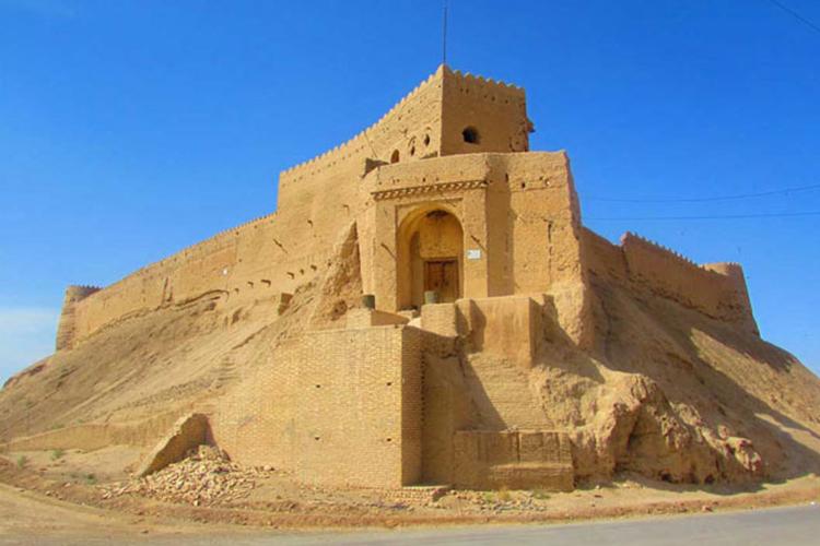 قلعه تاریخی مروست