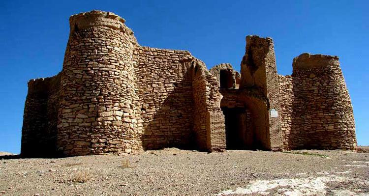 قلعه سپیده ندوشن