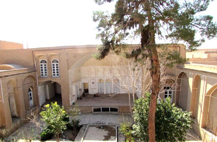 حیاط خانه ابوالقاسم زرگان یزد