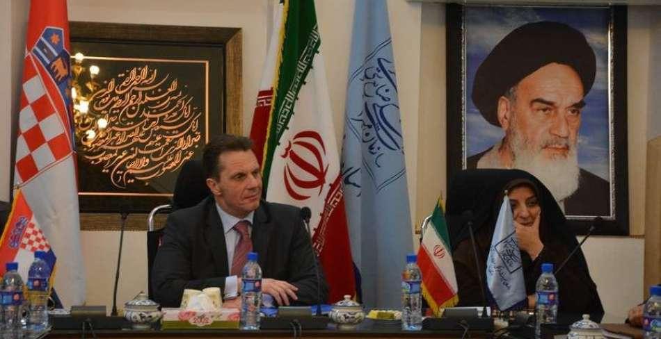 دیدار سفیر کرواسی با مدیر کل میراث فرهنگی استان یزد