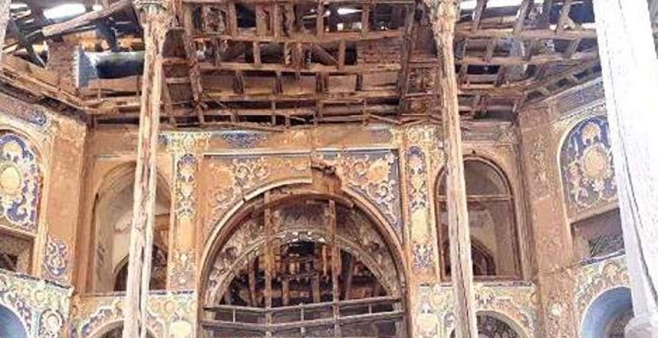 آتش گرفتن کاخ چهلستون اردستان در اصفهان