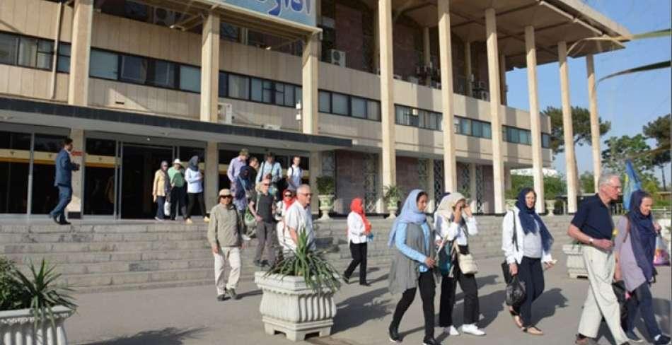 ورود قطار لوکس عقاب طلایی گردشگران خارجی به یزد