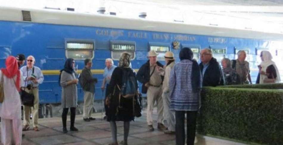ورود دومین قطار گردشگری عقاب طلایی به یزد