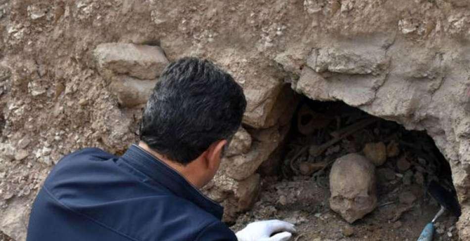 کشف گورستان 200 ساله در بافق