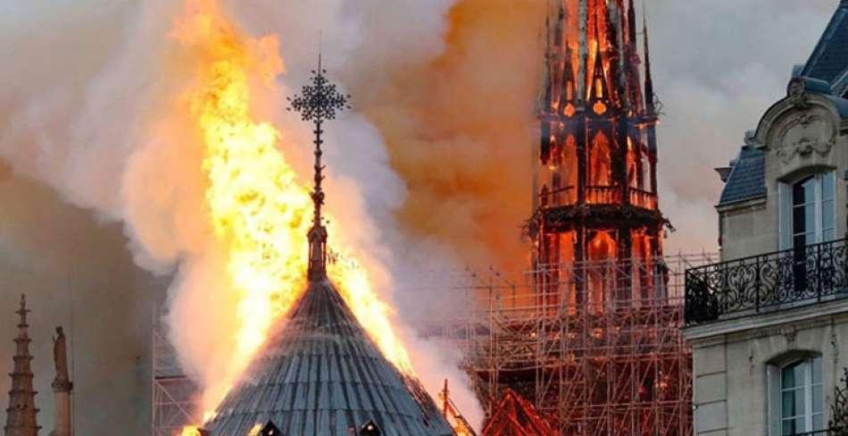 آتش سوزی در کلیسای نوتردام پاریس