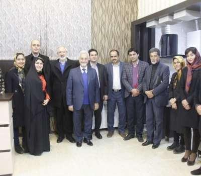 نشست صمیمانه جمعی از بزرگان دانشگاهی ایران و مسئولین گردشگری استان یزد با شركت مسافرتی رادینا