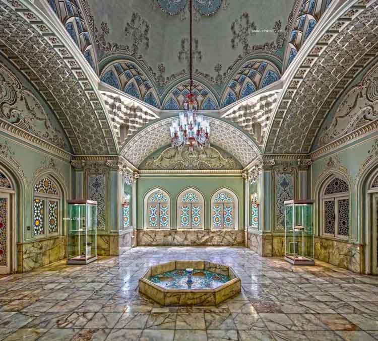 عمارت قصر آینه یا موزه آینه و روشنایی