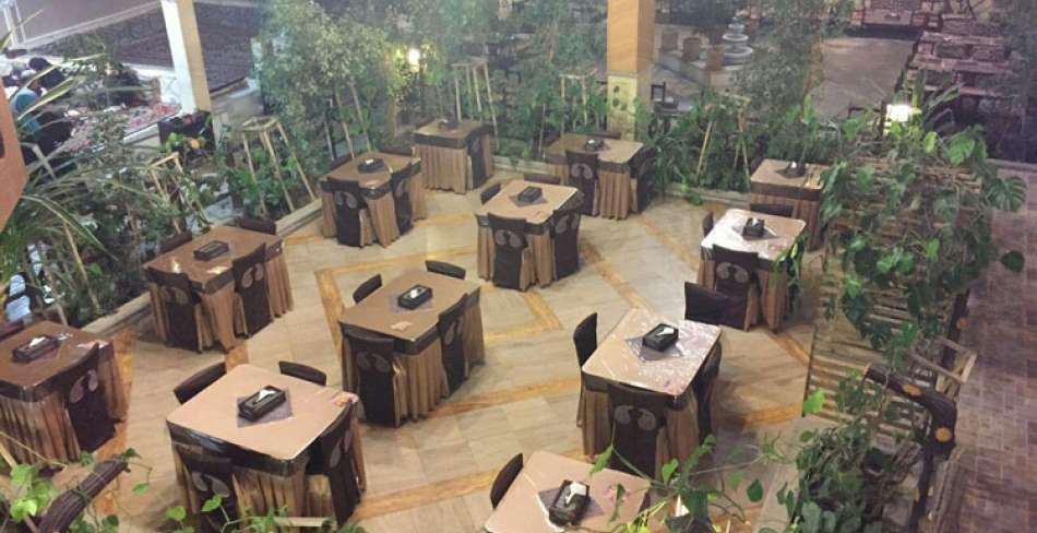 رستوران سنتی توت فرنگی یزد