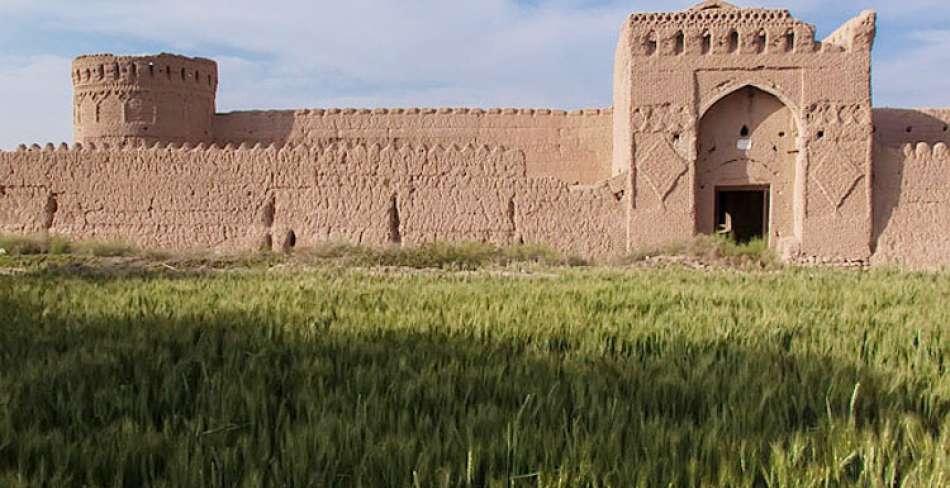 قلعه مهرپادین مهریز