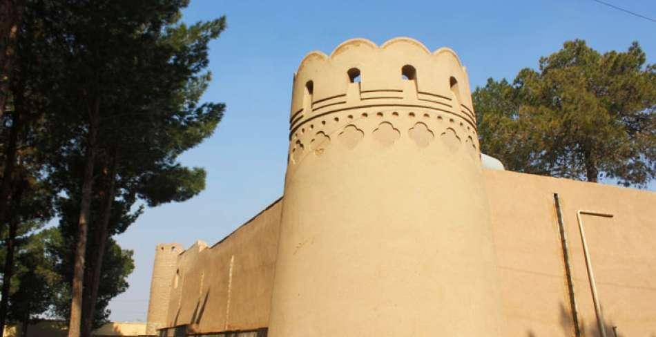 زیارتگاه ستی پیر یزد ( قلعه اسدان )