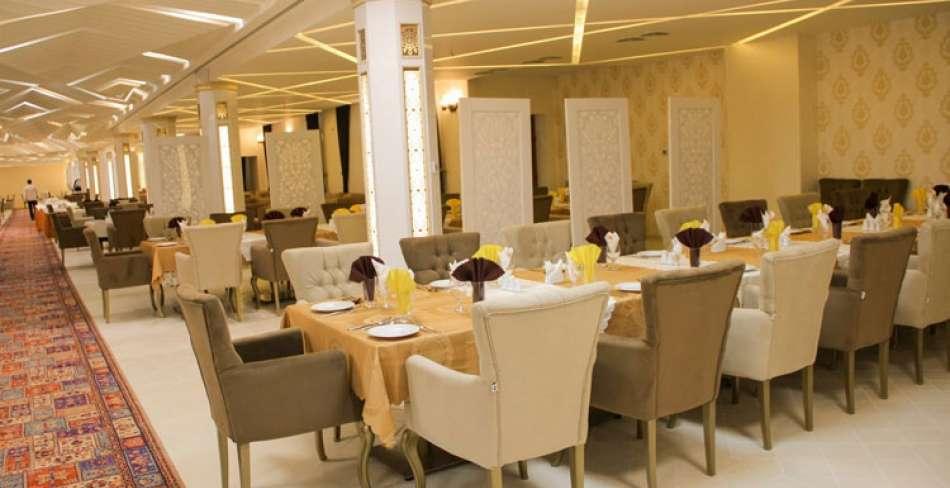 رستوران کریاس پالاس میبد