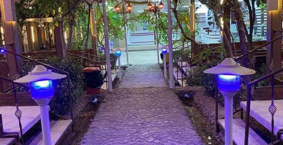 رستوران باغ گردو تفت