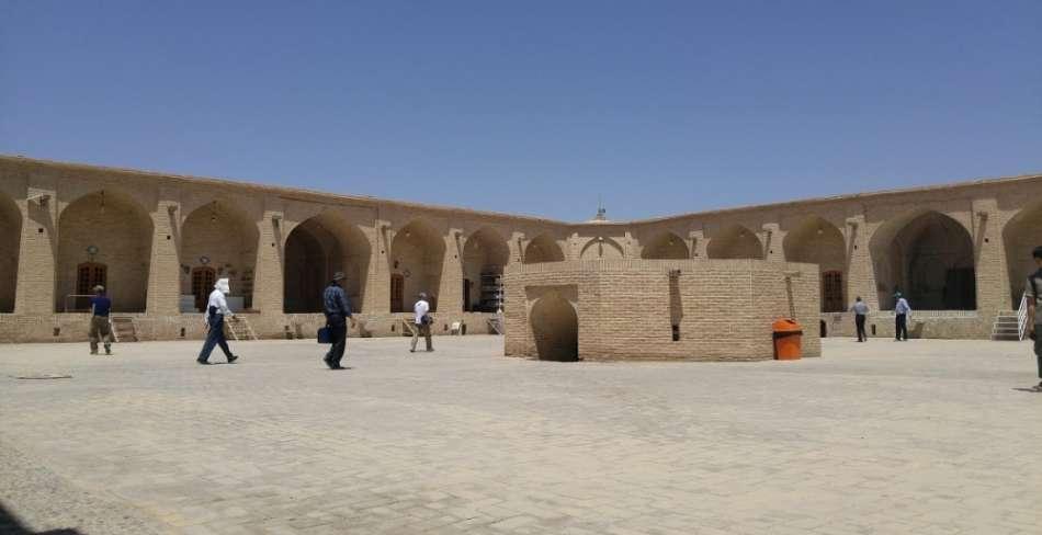 کاروانسرای شاه عباسی میبد ( موزه زیلو و پلاس میبد )