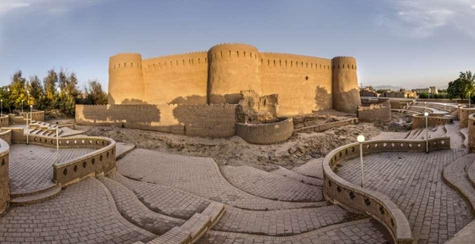 قلعه ها و کاروانسراهای یزد